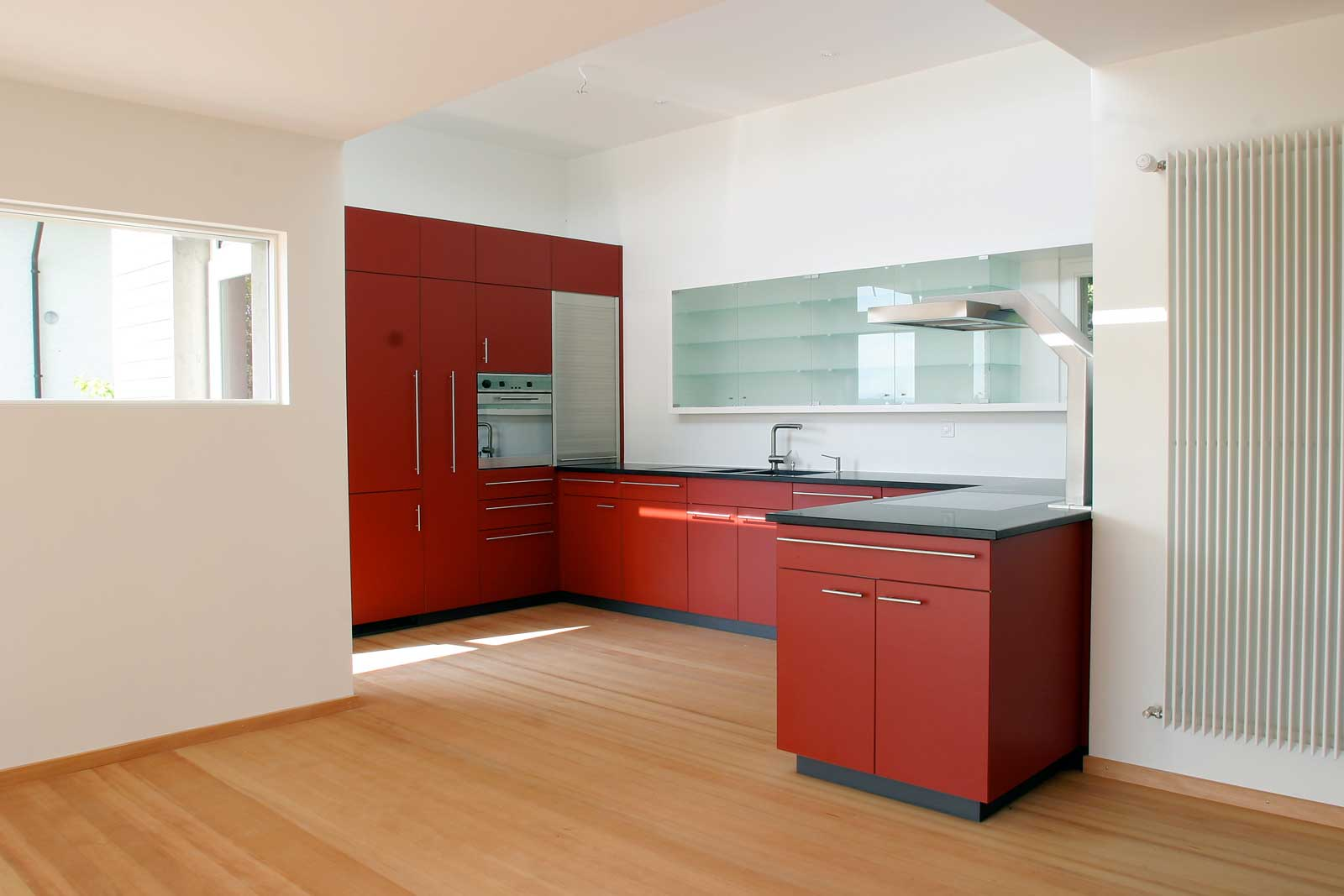 Modern kitchen in wood by the Swiss joinery Arbos AG