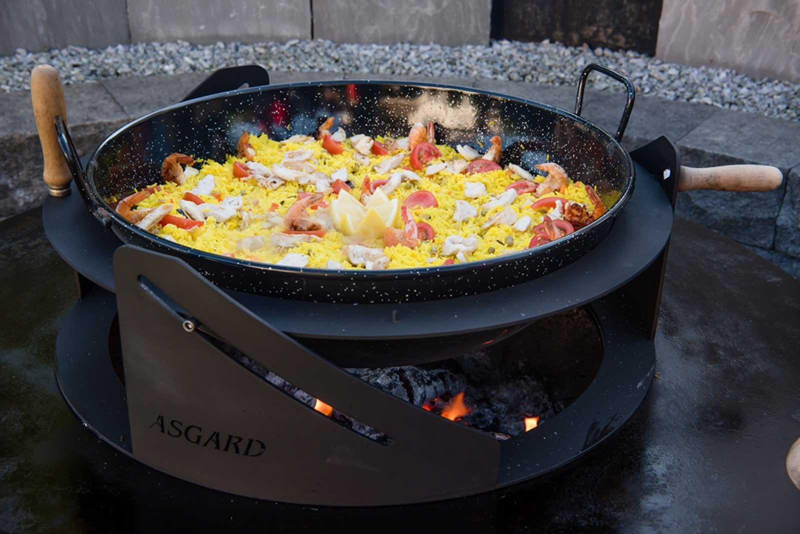 Fire-stove and fire bowl with paella pan