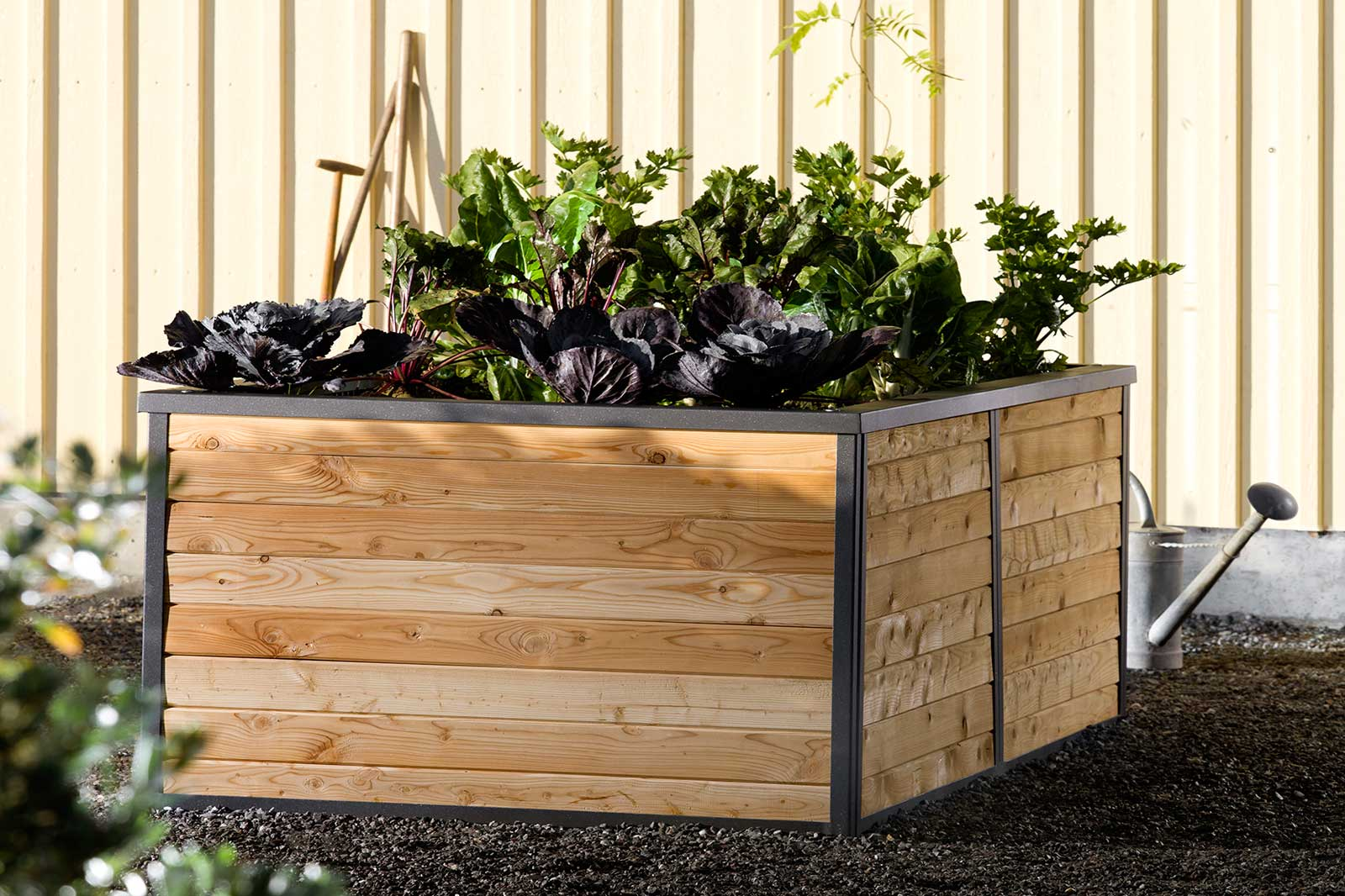 Sager Gartengalerie AG has developed raised beds for use in the garden for balcony