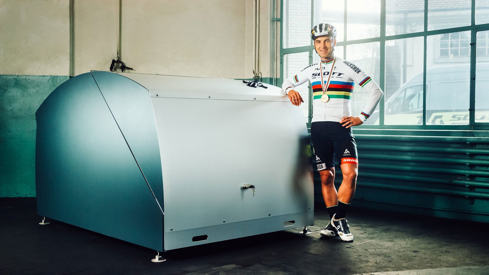 Nino Schurter recommends bicycle shelters from Velopa AG, Switzerland